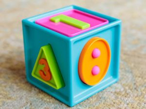 Fat Brain Toys - Smarty Cube
